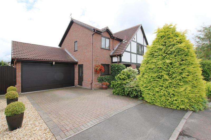 4 Bedrooms Detached House for sale in Highgrove Court, Leyland