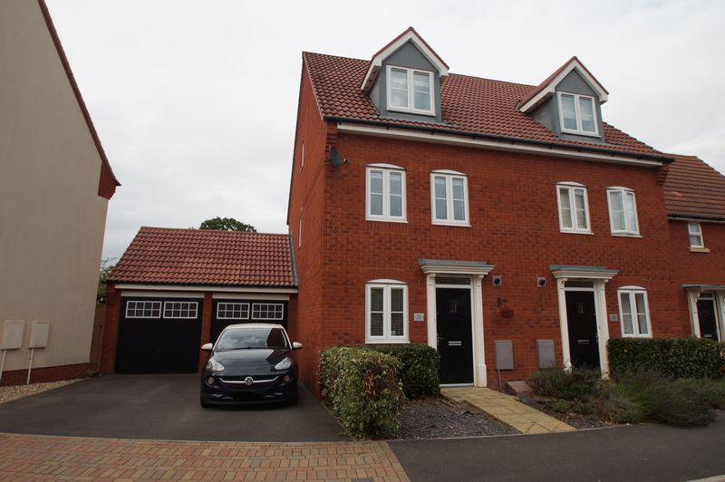 3 Bedrooms Semi Detached House for sale in Clover Way, North Petherton
