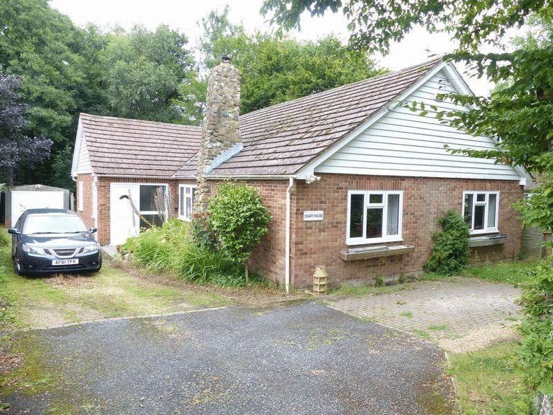 3 Bedrooms Bungalow for sale in Benenden Road, Biddenden