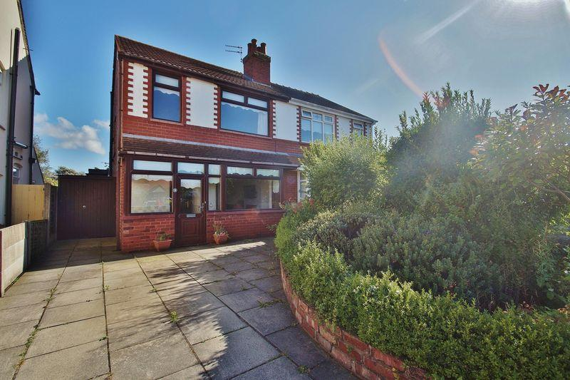 3 Bedrooms Semi Detached House for sale in Russell Avenue, Southport