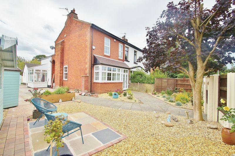 3 Bedrooms Semi Detached House for sale in The Walk, Southport