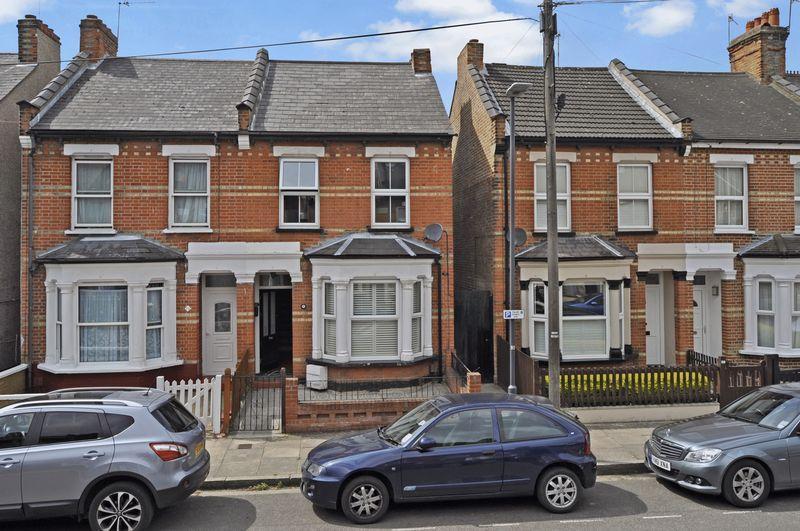 3 Bedrooms Semi Detached House for sale in Angel Road, Harrow