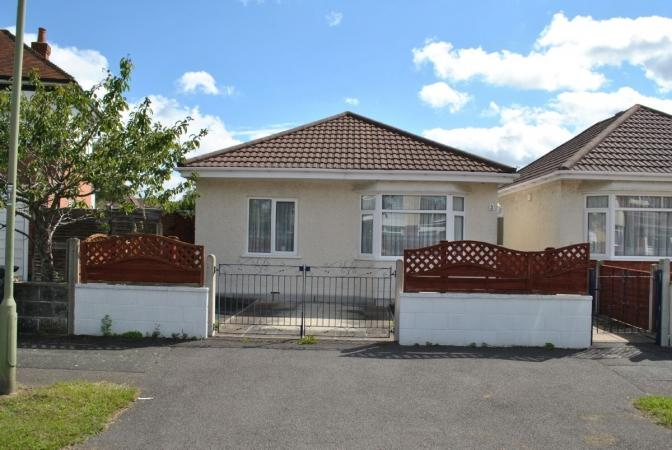 2 Bedrooms Bungalow for sale in Cattistock Road, Bournemouth