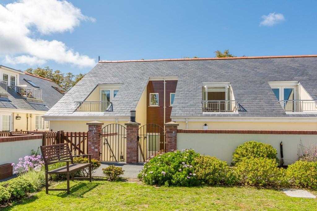 2 Bedrooms Terraced House for sale in L'Etonnellerie Lane, Vale, Guernsey