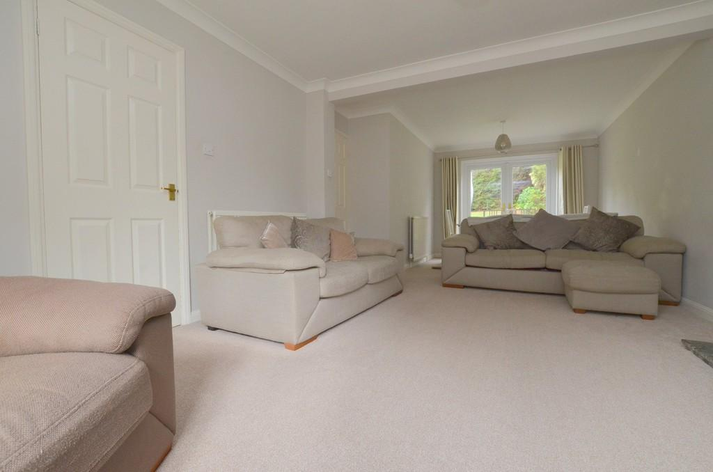 3 Bedrooms Semi Detached House for sale in Sandpit Close, Rushmere St. Andrew, IP4 5UP