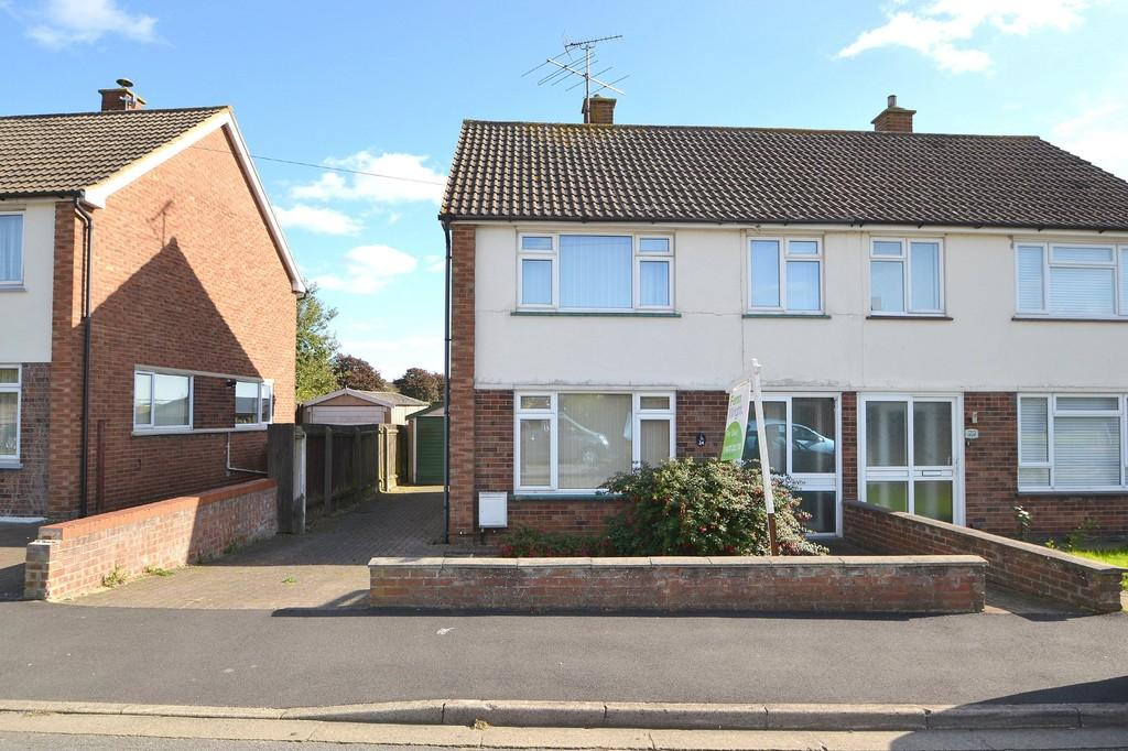 3 Bedrooms Semi Detached House for sale in Dryden Road, Ipswich, IP1 6QN