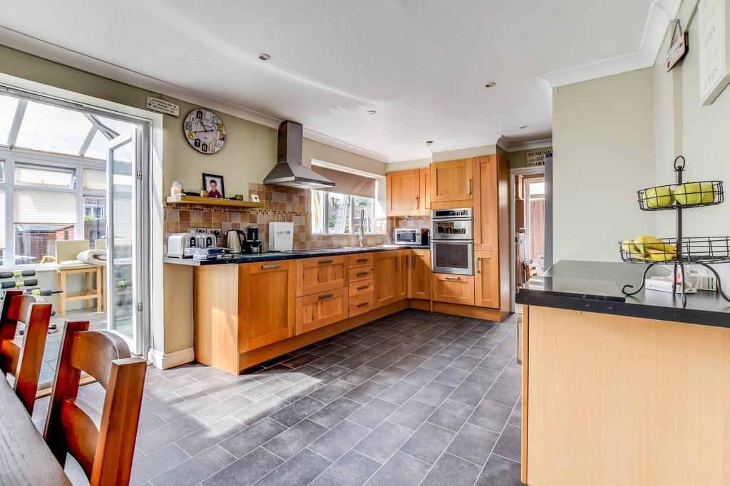 4 Bedrooms End Of Terrace House for sale in Rother Crescent, Gossops Green