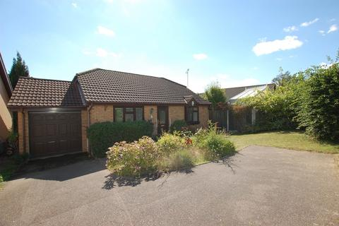 3 bedroom detached bungalow to rent - Chalgrove Field, Dussindale