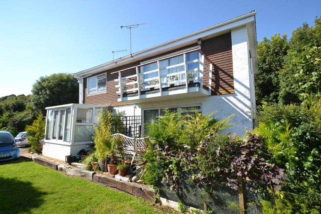 3 Bedrooms Apartment Flat for sale in Castle Court, Ventnor