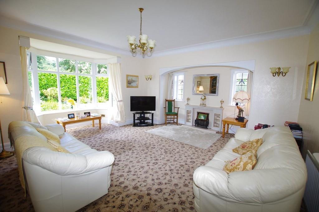 2 Bedrooms Ground Flat for sale in Brompton Avenue, Rhos On Sea