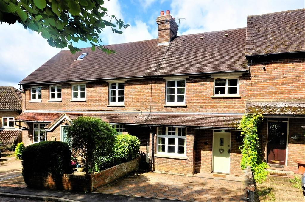 3 Bedrooms Terraced House for sale in Woodside Road, Chiddingfold