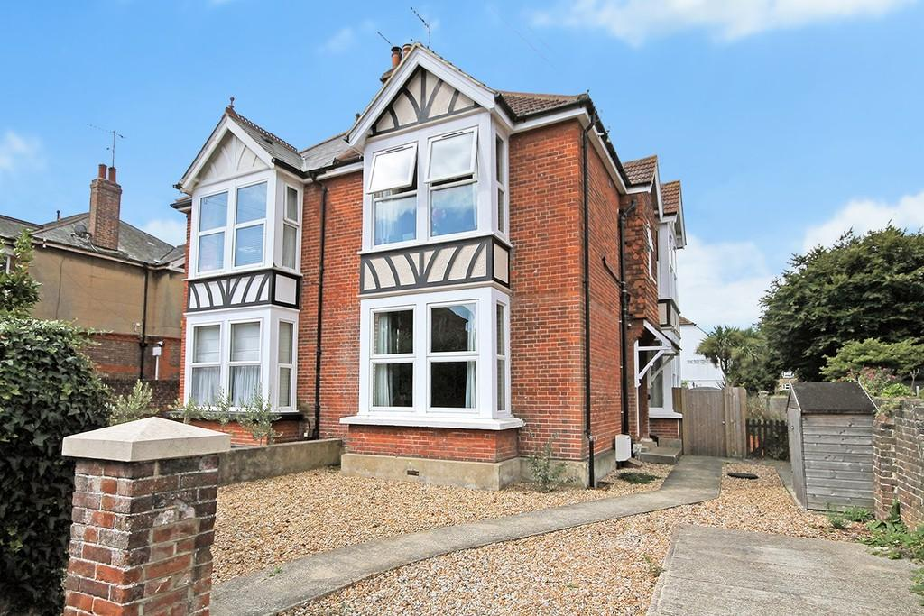 2 Bedrooms Ground Flat for sale in Belsize Road, Worthing BN11 4RH