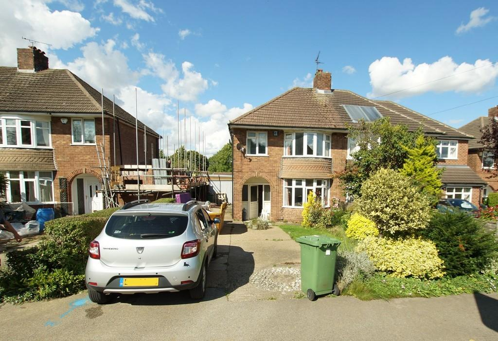 3 Bedrooms Semi Detached House for sale in Hawthorn Road, Lincoln