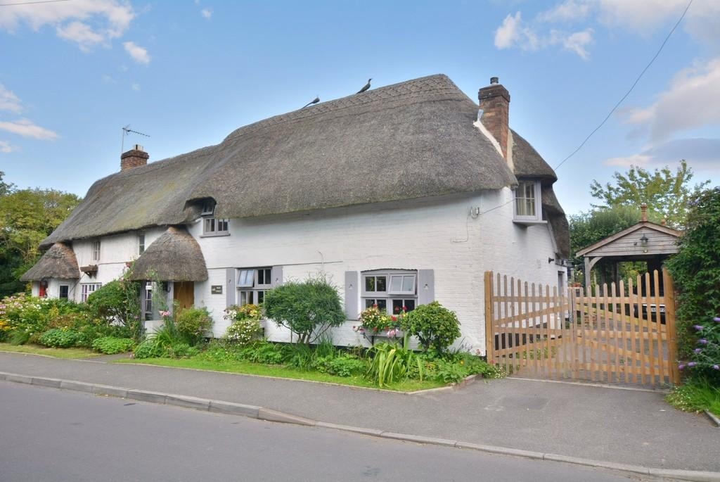 2 Bedrooms Cottage House for sale in High Street, Sturminster Marshall, Wimborne