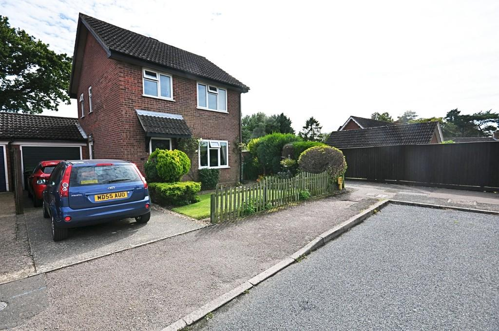 3 Bedrooms Detached House for sale in Bramley Road, Diss