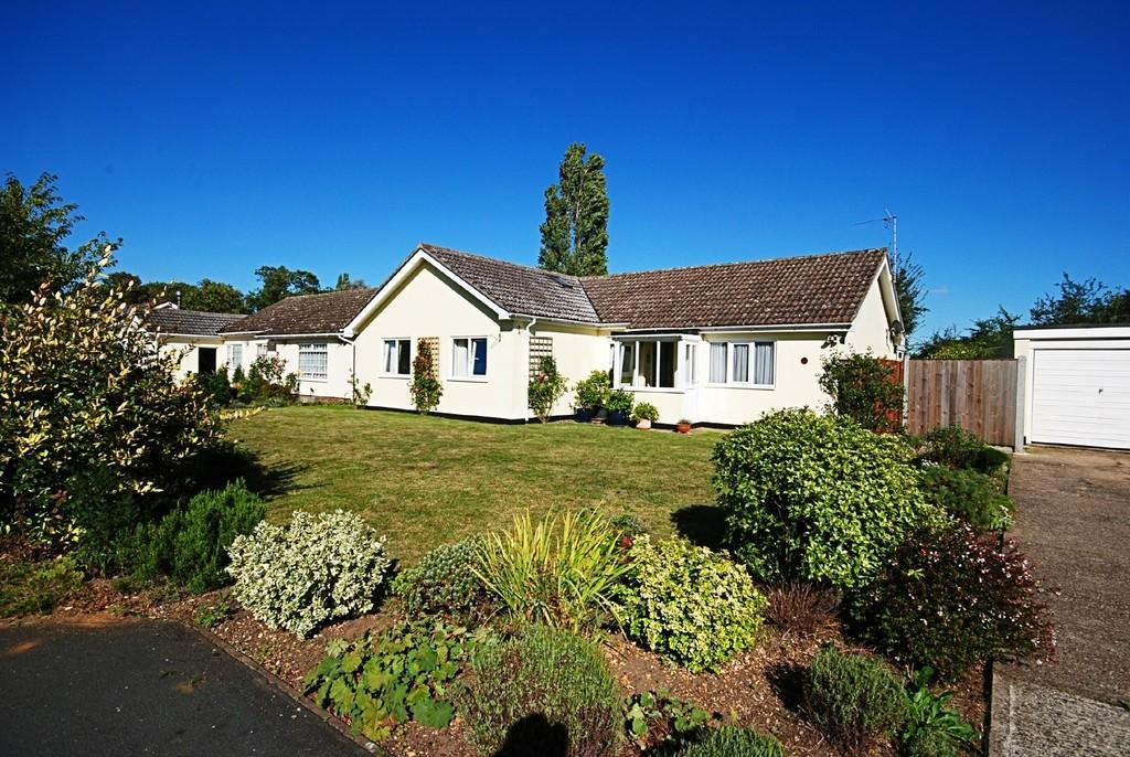 4 Bedrooms Detached Bungalow for sale in Maple Close, Yaxley