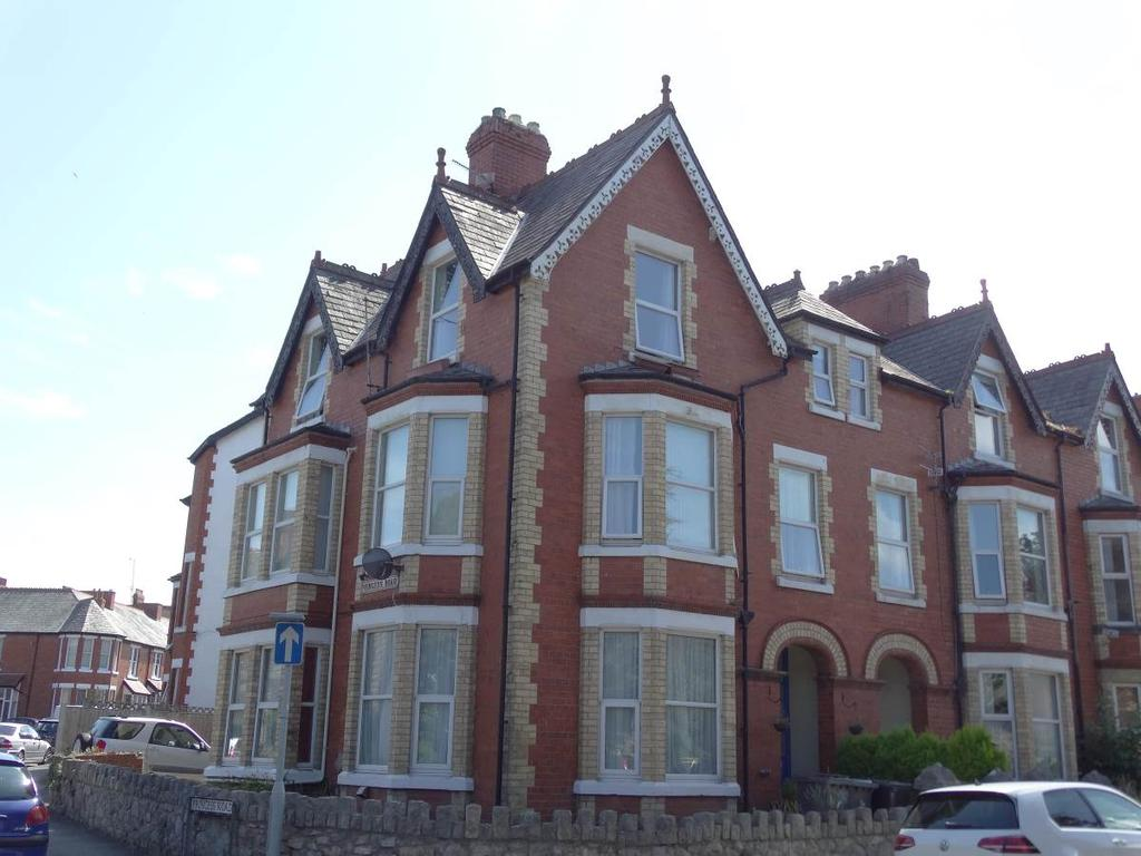2 Bedrooms Flat for sale in Flat 3 16 Station Road, Old Colwyn, LL29 9PW