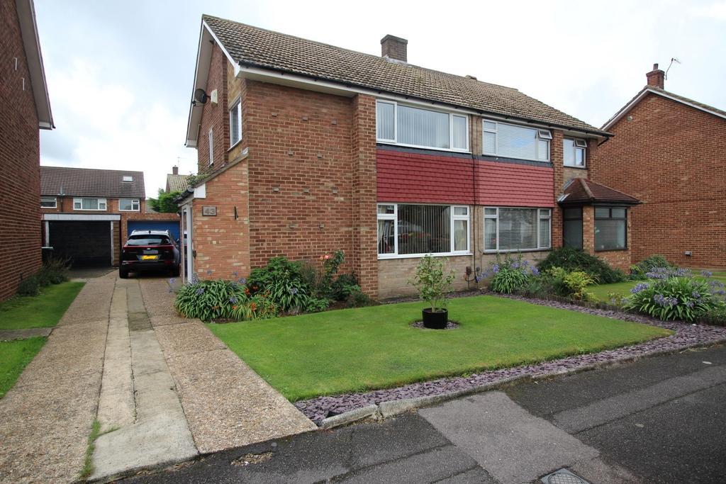 3 Bedrooms Semi Detached House for sale in Vigilant Way, Gravesend DA12