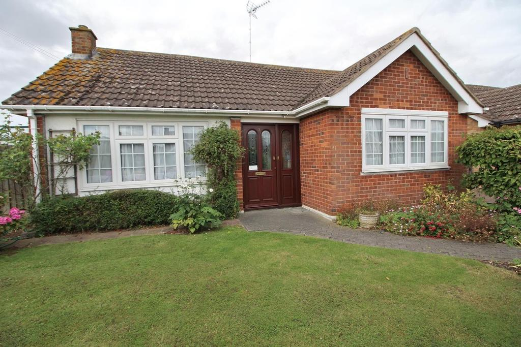 3 Bedrooms Detached Bungalow for sale in Bridport Road, Chelmsford, Essex, CM1