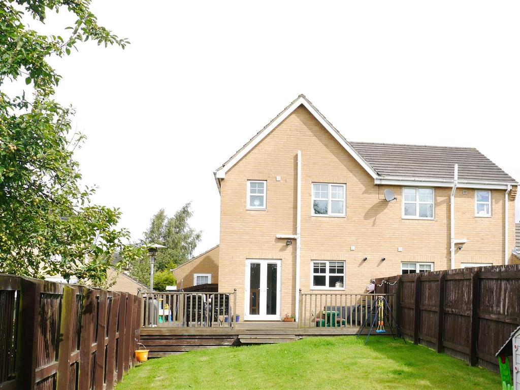3 Bedrooms Semi Detached House for sale in Alred Court, Bierley, BD4 6AQ
