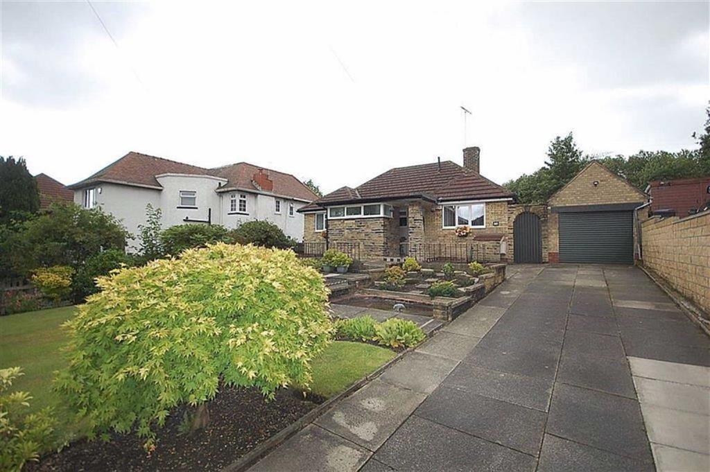 3 Bedrooms Detached Bungalow for sale in Cornmill Lane, Liversedge, WF15