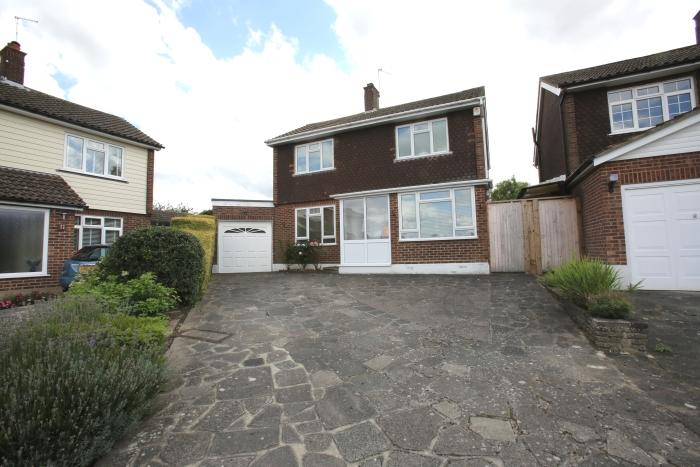 2 Bedrooms Detached House for sale in GREEN WALK, MARDEN ASH, ONGAR CM5