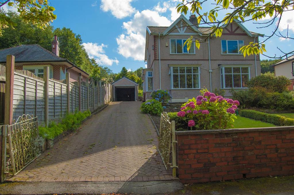 2 Bedrooms Semi Detached House for sale in Towneleyside, Burnley