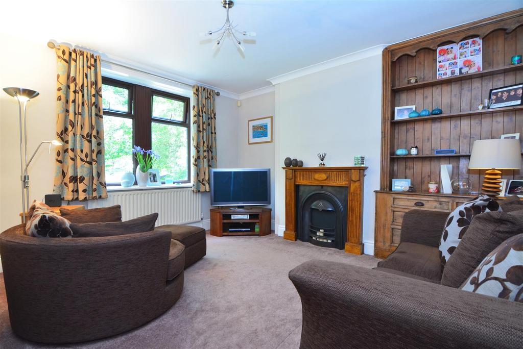 2 Bedrooms Terraced House for sale in Park View, Yeadon, Leeds