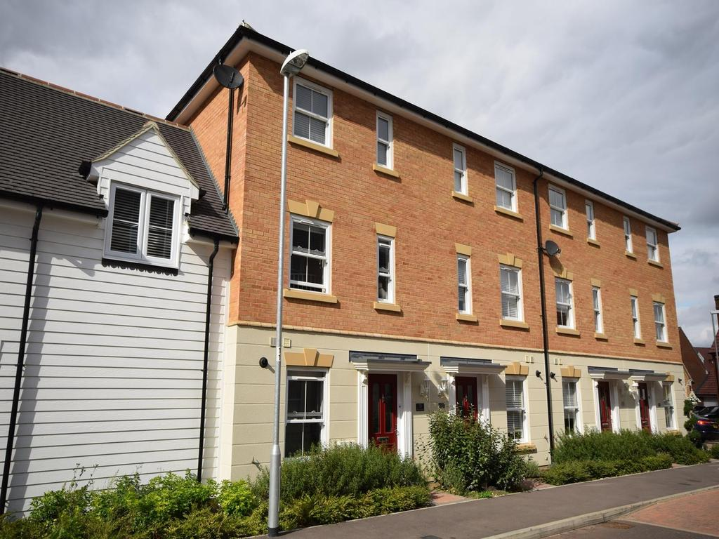 3 Bedrooms Terraced House for sale in Almond Road, Dunmow, Essex, CM6