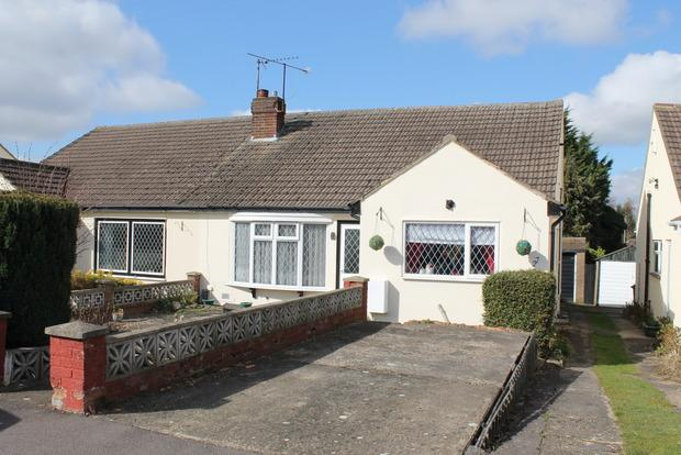 2 Bedrooms Bungalow for sale in The Furrows, Luton, LU3