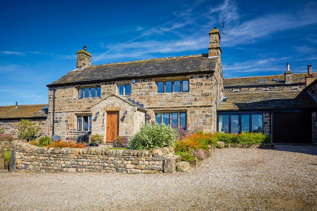 4 Bedrooms Farm House Character Property for sale in Carlton Lane, Guiseley, Leeds