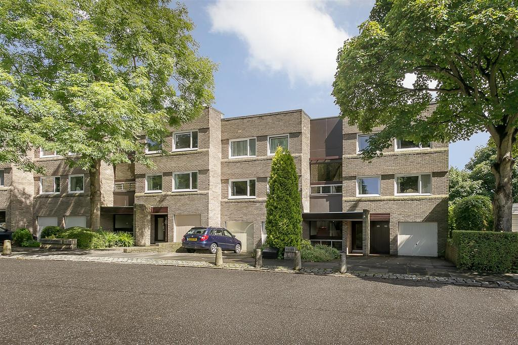 2 Bedrooms Flat for sale in Adderstone Crescent, Newcastle upon Tyne
