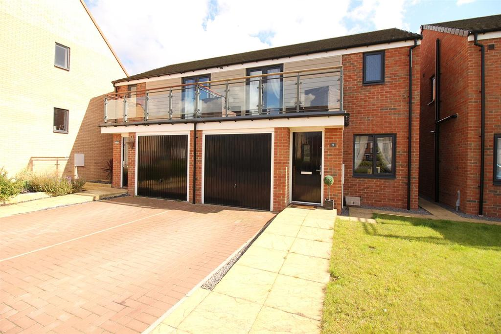 3 Bedrooms Semi Detached House for sale in Lynemouth Way, Newcastle Upon Tyne