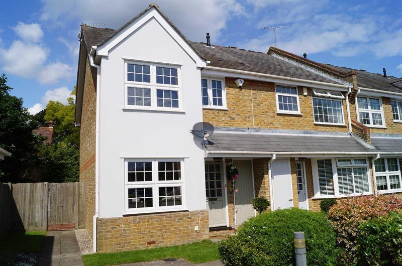 3 Bedrooms End Of Terrace House for sale in COBHAM