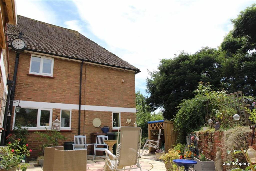 3 Bedrooms Semi Detached House for sale in Lossenham Lane, Newenden
