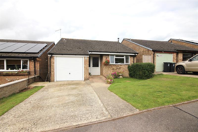 4 Bedrooms Detached House for sale in Erica Drive, Corfe Mullen, Wimborne