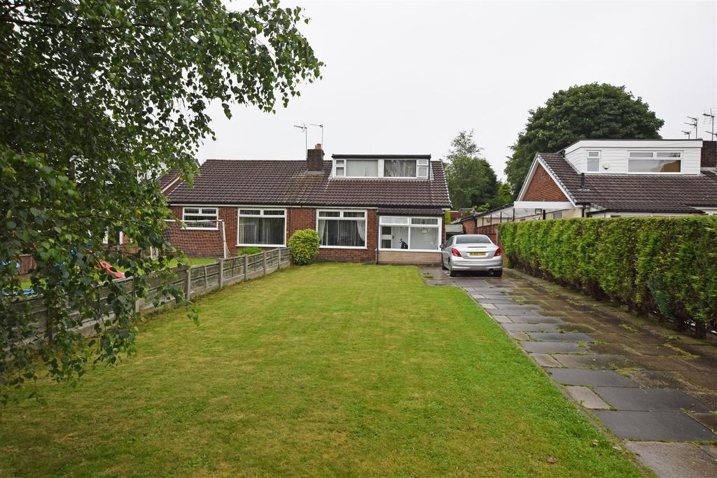 3 Bedrooms Semi Detached Bungalow for sale in Gloucester Road, Alkrington, Middleton