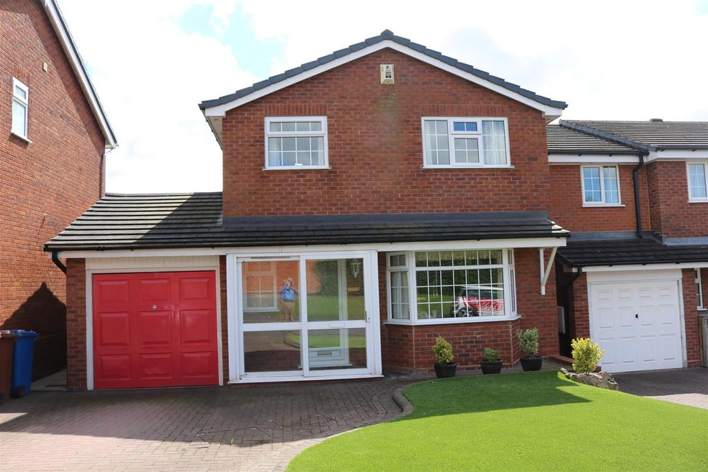 2 Bedrooms Detached House for sale in Gainsborough Drive, Mile Oak, Tamworth