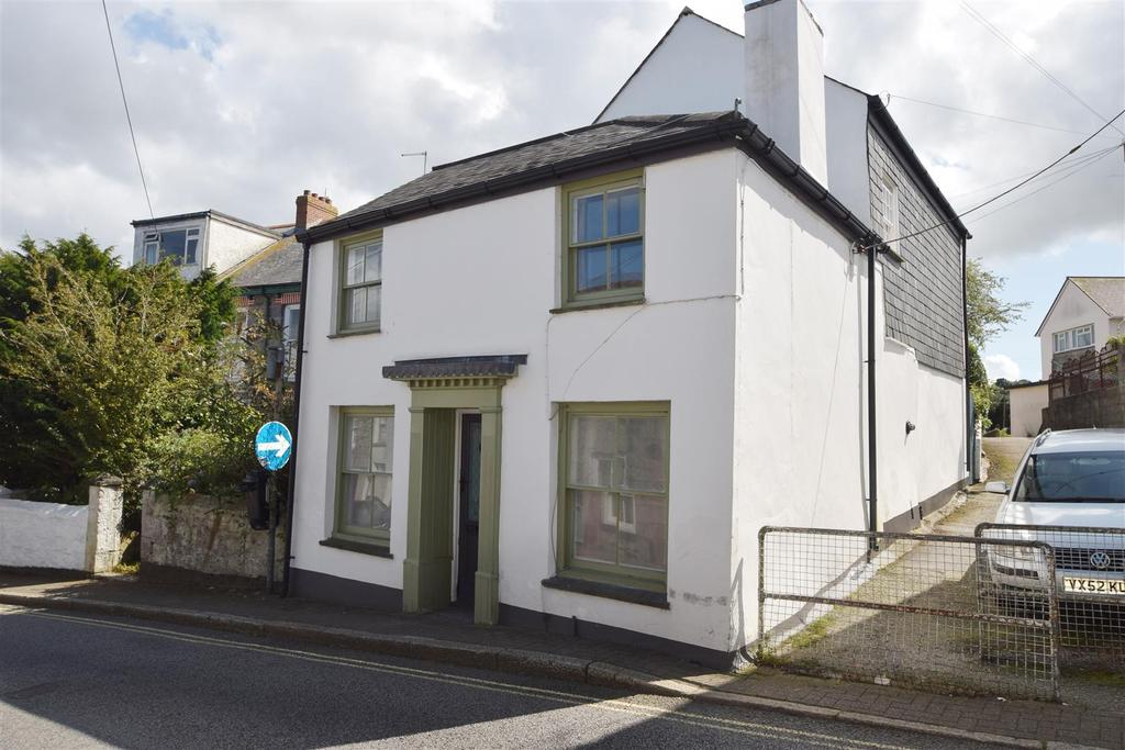 2 Bedrooms Semi Detached House for sale in Helston Road, Penryn