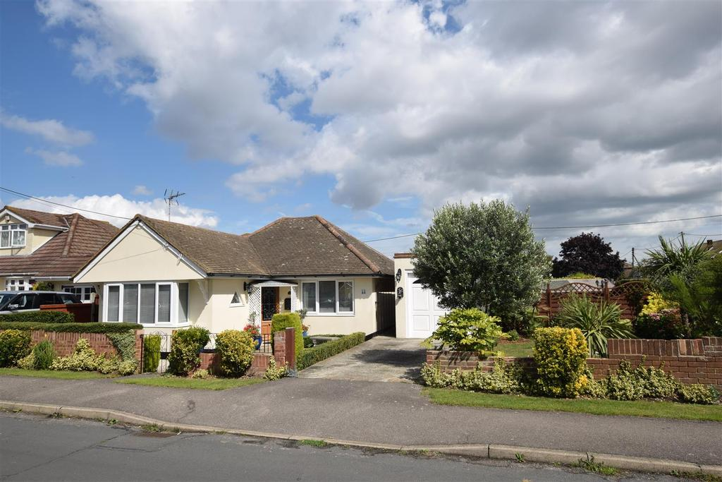 2 Bedrooms Detached Bungalow for sale in Southfalls Road, Canvey Island