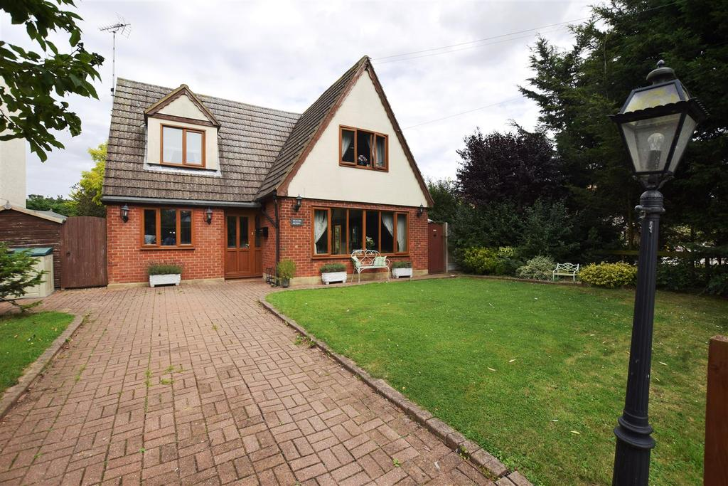 4 Bedrooms Detached House for sale in Maldon Road, Latchingdon, Chelmsford