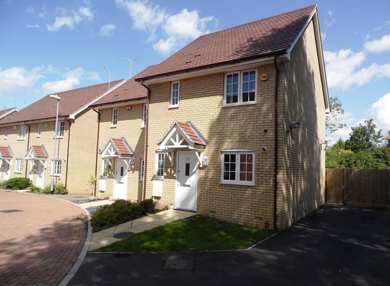 3 Bedrooms Semi Detached House for sale in Northlands Place, Basildon