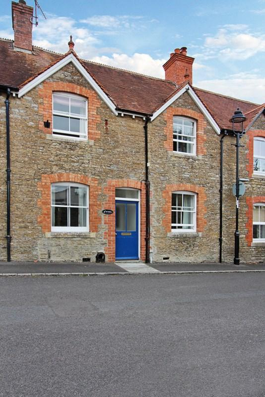 3 Bedrooms Terraced House for sale in Stalbridge, Dorset