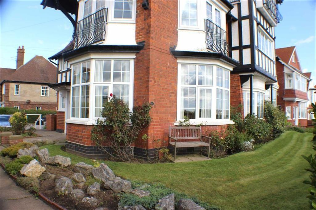 2 Bedrooms Apartment Flat for sale in South Marine Drive, Bridlington, East Yorkshire
