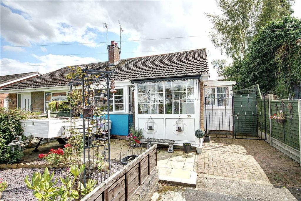 2 Bedrooms Bungalow for sale in Redesmere Close, Timperley, Cheshire