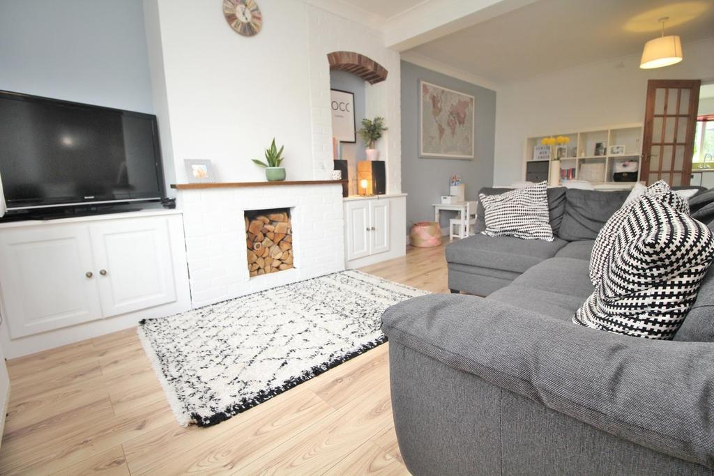 2 Bedrooms Terraced House for sale in Van Diemans Lane, Chelmsford, Essex, CM2