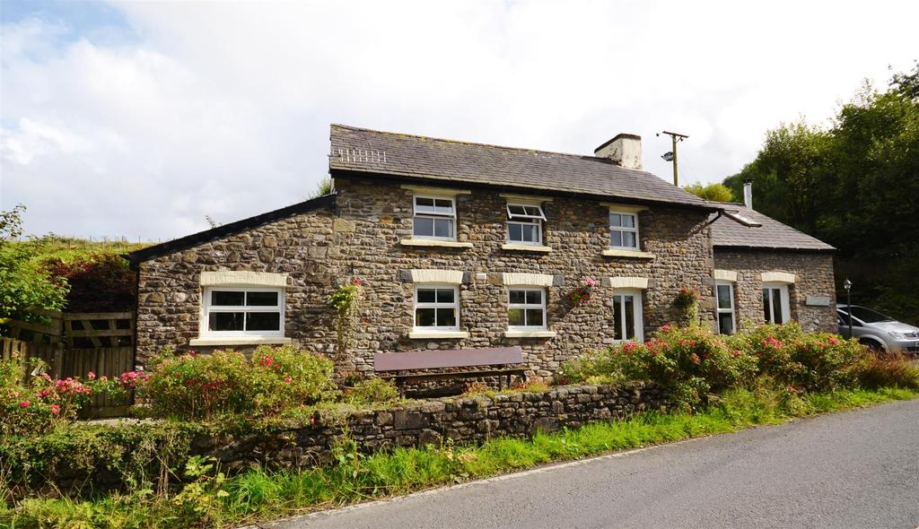 3 Bedrooms Country House Character Property for sale in Abergorlech Road, Carmarthen