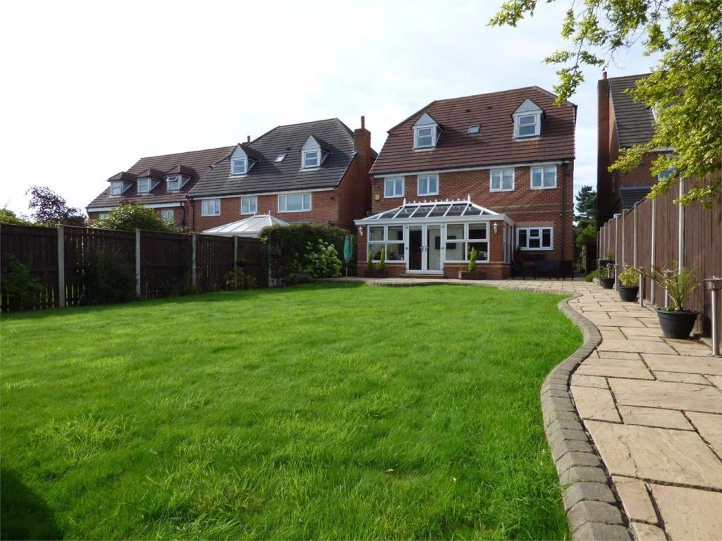 5 Bedrooms Detached House for sale in Hartshead Court, Liversedge