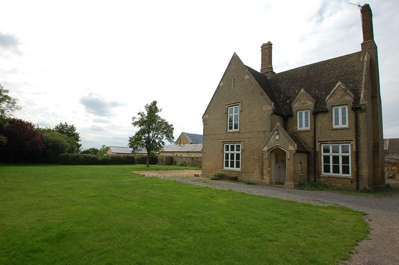 4 Bedrooms Farm House Character Property