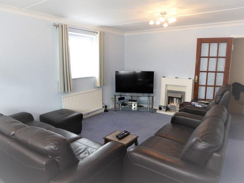 2 Bedrooms Apartment Flat for sale in Ruthland Place, The Rutts, Bushey
